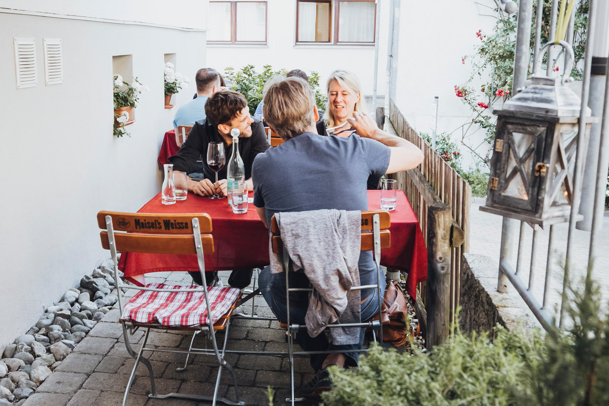 Bei schönem Wetter dürfen Sie gerne auf unserer Terrasse Platz nehmen.…